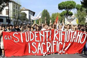 PROTESTA DEGLI STUDENTI CONTRO TAGLI E RIFORME, A FIRENZE TRAFFICO BLOCCATO